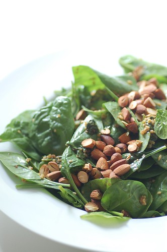 freekeh baby spinach & almond salad