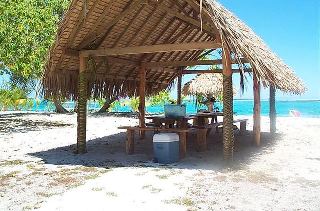 Motu en la laguna de Bora Bora