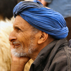 a blue turban today........... (atsjebosma) Tags: blue portrait man blauw market explore morocco maroc turban monday markt marokko touareg neus hbm portretfoto tulband lenez guelmin atsjebosma