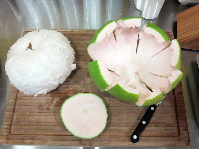 how to cut a pomelo