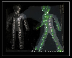 Omini verdi tra noi (Metaldax) Tags: concettuale