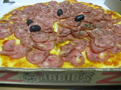 Pizza de calabresa (hein?) do Habib´s