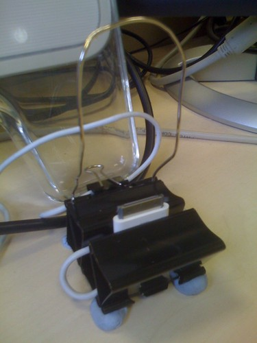 DIY iPod/iPhone Dock / Arthur Bullard