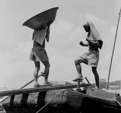 Labouring Singapore 1969 (Nikonsnapper) Tags: 1969 singapore singaporeriver mamiyac220 labourers iremembersg