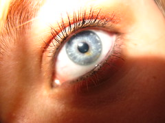 Oeuil (nrbr3) Tags: blue macro eye girl flash bleu blonde 2008 fille blanc 2009 beau bac baccalaureat oeuil retine