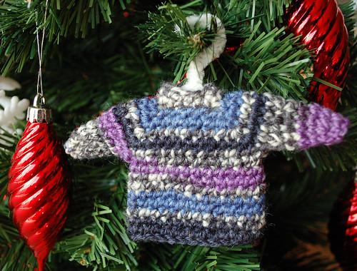 miniature sweater ornament free crochet pattern