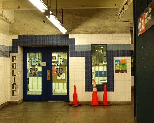 TD20 NYPD Transit Bureau District 20 Police Station, Briarwood Van ...
