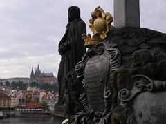 Hradany (magro_kr) Tags: bridge sculpture castle statue river prague cathedral praha praga most czechrepublic statua vltava katedra zamek rzeba rzeka czechy rzezba wetawa weltawa eskrebublika