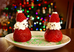 Have a 'berry'  Xmas ! (pfala) Tags: santa christmas xmas strawberry berry holidays berries strawberries noel santaclaus rasberries fraise rasberry perenoel fetes framboise photoquebec pfala paulfalardeau