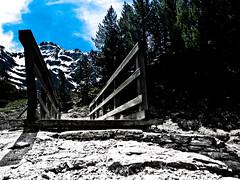 Petit pont de rando, en route pour le cirque de Gavarnie (Candice BostYn PhotographY) Tags: montagne altitude bleu ciel pont neige nuage cascade cirque verte herbe pyrénées randonnée gavarnie sudouest chaîne flickrlovers