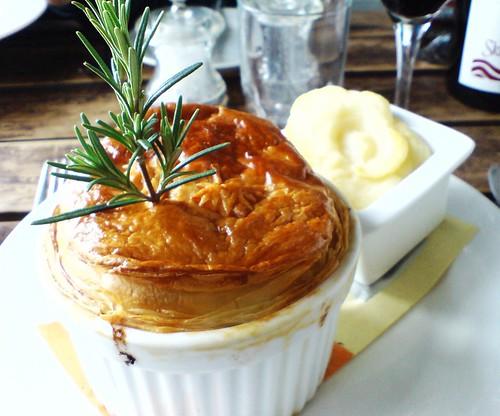 Skillogalee Restauraunt: Beef & mushroom pie