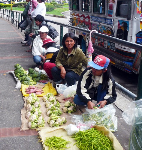 vegetable vendor in Baguio sidewalk street Pinoy Filipino Pilipino Buhay  people pictures photos life Philippinen  菲律宾  菲律賓  필리핀(공화국) Philippines
