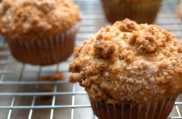 Home-made Banana Walnut Muffin with Brown Sugar Crumb Toppings
