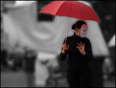 Mime (sulamith.sallmann) Tags: red people berlin rot festival youth umbrella deutschland theater theatre performance event masks fest pantomime challenger mauerpark jugend maske masken regenschirm jugendliche aufführung darsteller ereignis jugendtheater sulamithsallmann flickrchallengegroup bla0 strasentheater berlinlacht2008 cccunanimous