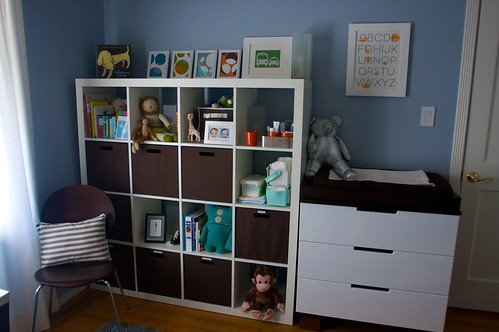 bookshelf/changing table