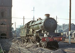 4079 'Pendennis Castle'. Swindon shed 26 April 1964 (ricsrailpics) Tags: uk colour steam 1964 gwr 460 4079 castleclass exgwr swindonshed 4073class uksteampool