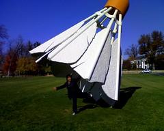 shuttlecock! (roncierge) Tags: sculpture art museum modern birdie nelson cock shuttle atkins nelsonatkins shuttlecock