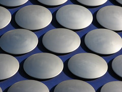 Aluminium discs covering the Selfridge Building (Katie-Rose) Tags: blue closeup architecture silver birmingham shadows circles patterns architect selfridges rows soe aluminium futuresystems wonderworld canonpowershota700 bej theunforgettablepictures selfridgebuilding ubej ~newenvyofflickr~ spunaluminiumdiscs aluminiumcircles