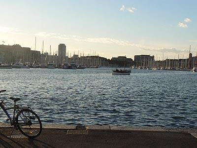 Vélo sur le Vieux POrt de Marseille tôt le matin ... 12:08.jpg
