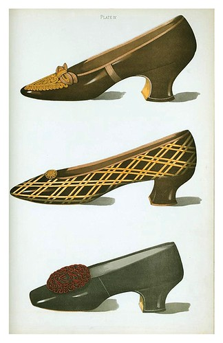 023-Dos zapatos con adornados color broce y uno de niña glaceado-Ladies' dress shoes of the nineteenth century-1900-Greig T. Watson