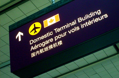 Domestic Terminal Building in 3 lingue: inglese, francese e cinese