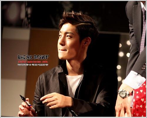 "Kim Hyun Joong '""Break Down"" Album Fan Signing Event [11.06.11]"