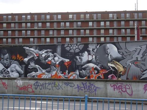 horizontale lijnen omringen graffity