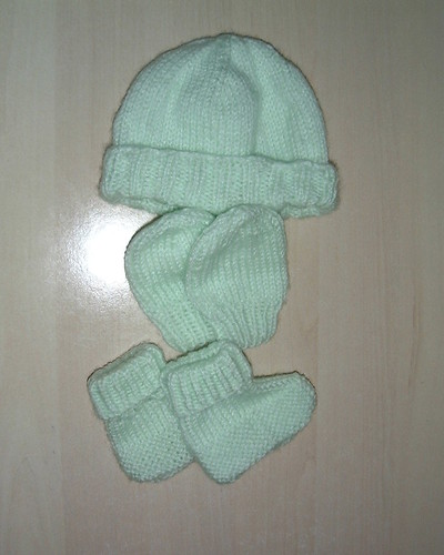 hat, mittens + booties