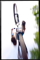 risky capture (Mr Din) Tags: sky bicycle big jump angle kick air gray wide grand wideangle pedals bosse panning rider graysky bigair vlo saut tyre actionshot fil motionshot grandangle sigma1020 pdales slopstyle