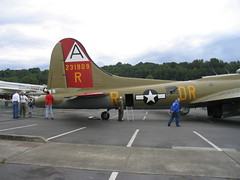 101_0106 (getrachier) Tags: airplane washington aircraft profile b17 flyingfortress allrightsreserved kingcounty b17g nineonine musuemofflight themuseumofflight photographergeorgetrachier georgeetrachier 4483575 httpwwwmuseumofflightorg