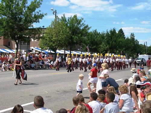070408_parade_band