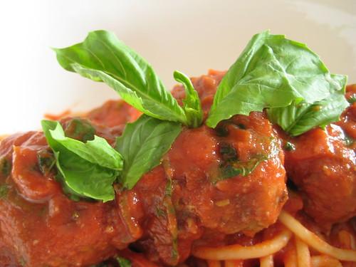 Meatball Spaghetti w/Basil
