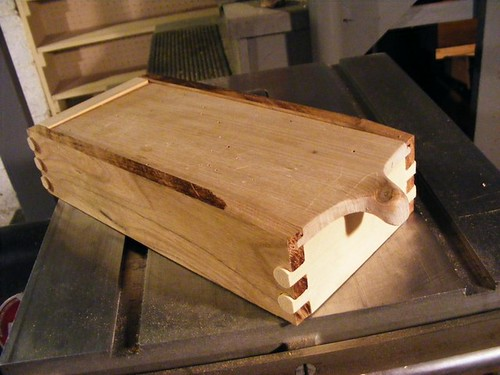 Box with Fishtail Joint