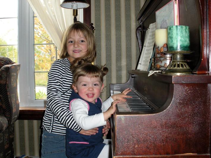 Isabelle et Myriam au piano