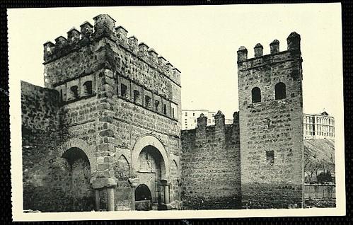 Puerta vieja de Bisagra o de Alfonso VI (Toledo) tras su restauración. Principios del siglo XX.