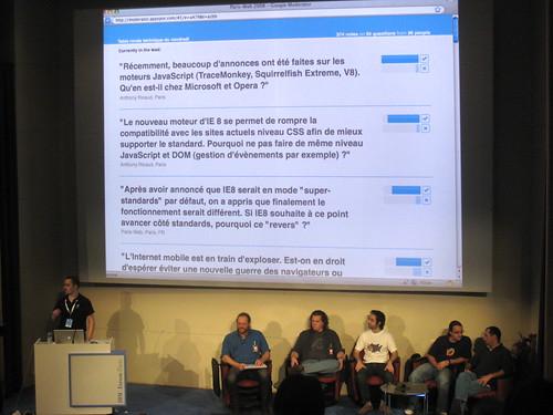 Table ronde rassemblant des représentants des principaux navigateurs web