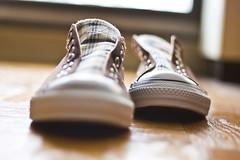 toe to toe (richietown) Tags: feet topf25 topv111 canon topv333 shoes toes toe bokeh stock sneakers converse getty kicks allstar chucktaylors allstars chucktaylor 30d 50mm18 richietown