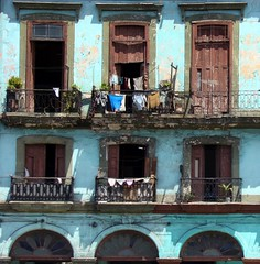 From the street of Havana (Anne*) Tags: street blue house architecture havana cuba front bleu maison rue 2008 faade singintheblues lahavane 6logements 6apartments ellefutmagnifique annedhuart