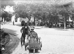 Mme Gardriol en chaise, Luchon, 9 juillet 1899