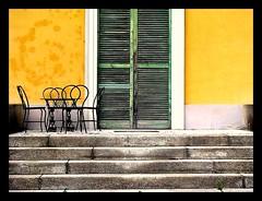 un angolino tutto per noi! (•:• panti •:•) Tags: color verde green colors yellow finestra persiana giallo scala colori sedie tavolo colre flickrcolour