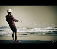 Expectation (Soul101) Tags: sea net beach fishing fisherman nikon waves fishnet line bec d40 elmerjr infinestyle soul101 baclagan