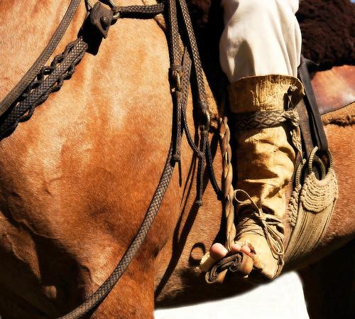 De la bota de potro, típica del gaucho, a la alpargata del paisano