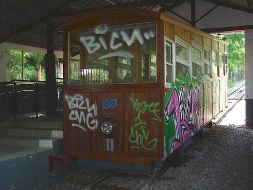 El Funi de Gelida grafitejat per l'altre costat