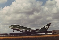 Boeing 747SP-70  Iraqi Goverment  YI-ALM (Den Batter) Tags: minoltax700 boeing spl schiphol iraqi 747 eham 0624 747sp 22858 yialm