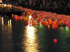 灯籠流し Lantern floating