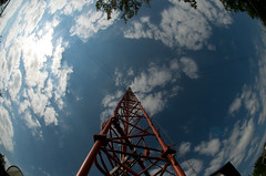 KDHX_DSC0144 (sara97) Tags: sky usa tower radio outside outdoors engineering science missouri saintlouis fmradio broadcasttower kdhx kdhxcommunitymedia photobysaraannefinke nikond300 copyright2008saraannefinke