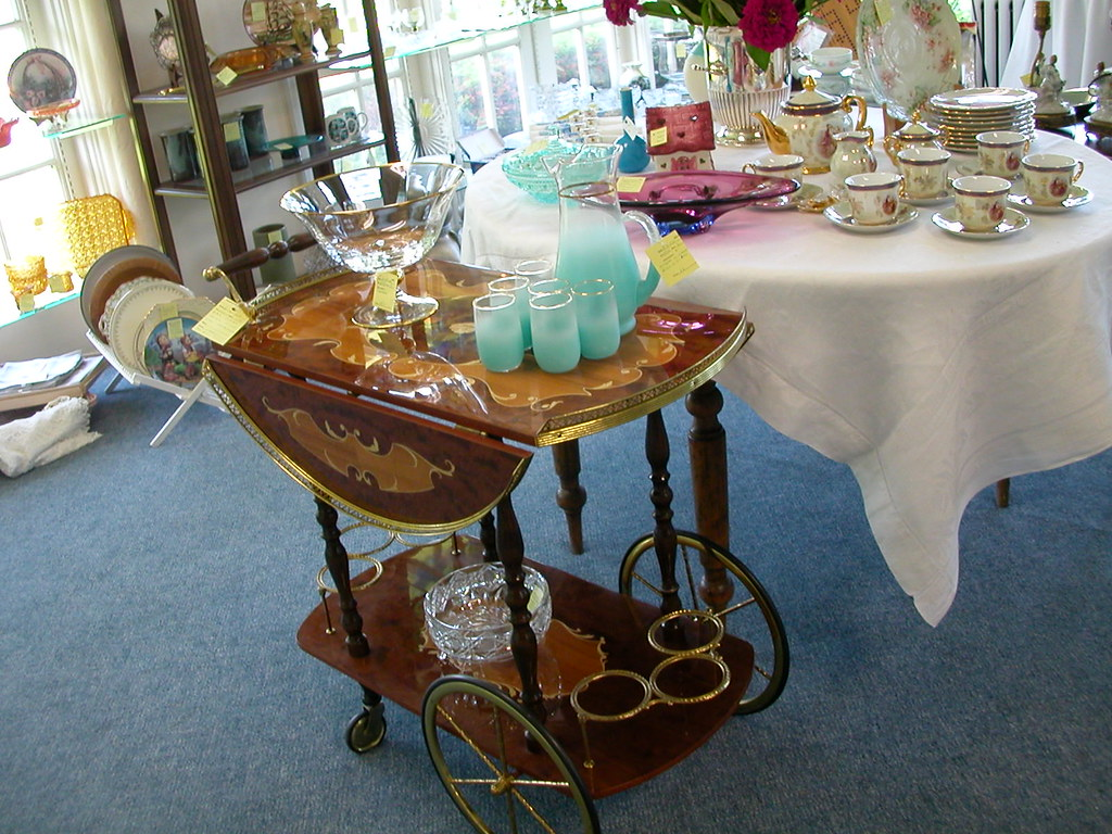 shopping love the tea cart,www.victoria-vintage.com