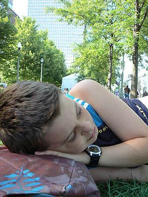 petite sieste sur l'herbe.jpg