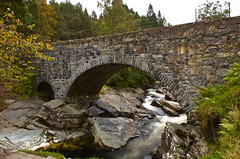 Feshiebridge (notsomuchtimeoff) Tags: old bridge stone d50 river evening scotland highlands arch september 2008 feshiebridge feshie