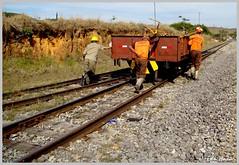 Empurrando o trem (eduhhz) Tags: trem carrancas empurrando